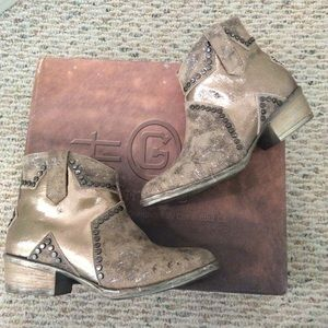 🆕Circle G by Corral silver metallic shimmer boots